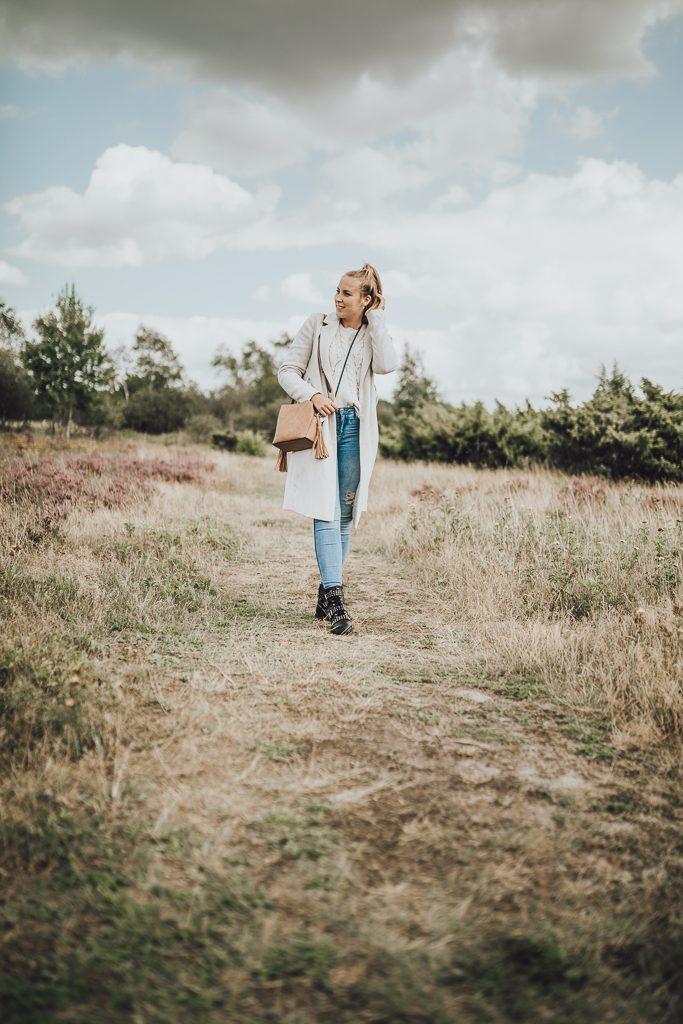 Mischa Mars eine Fotografin aus Hamburg in der Lüneburger Heide ihr zuhause. Outfitpost einer Bloggerin.
