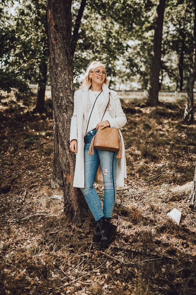 Mischa Mars eine Fotografin aus Hamburg in der Lüneburger Heide ihr zuhause. Outfitpost einer Bloggerin. Schultertasche in Lederoptik.